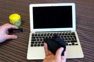 ingrijire display laptop