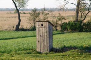 Foarte multi copii din Romania traiesc in locuinte fara toaleta